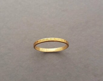 """CLOSING SALE // Vintage Victorian Style Star / Cross Etched 18K Gold Wedding / Stacking Band - Inscription Inside """"Rey - Liza 3-23-83"""""""