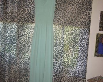 Beautiful Turquoise Sleeveless V-neck Long Knit Dress from the 1970s