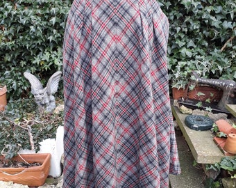 Vintage 1980's tartan wool full circle style skirt 28 inch waist in black red and grey