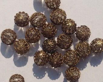 12 vintage mesh beads