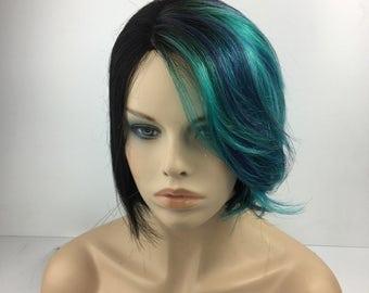 Medium lenght Full Wig BOB with a side fringe in turqoiuse/purple