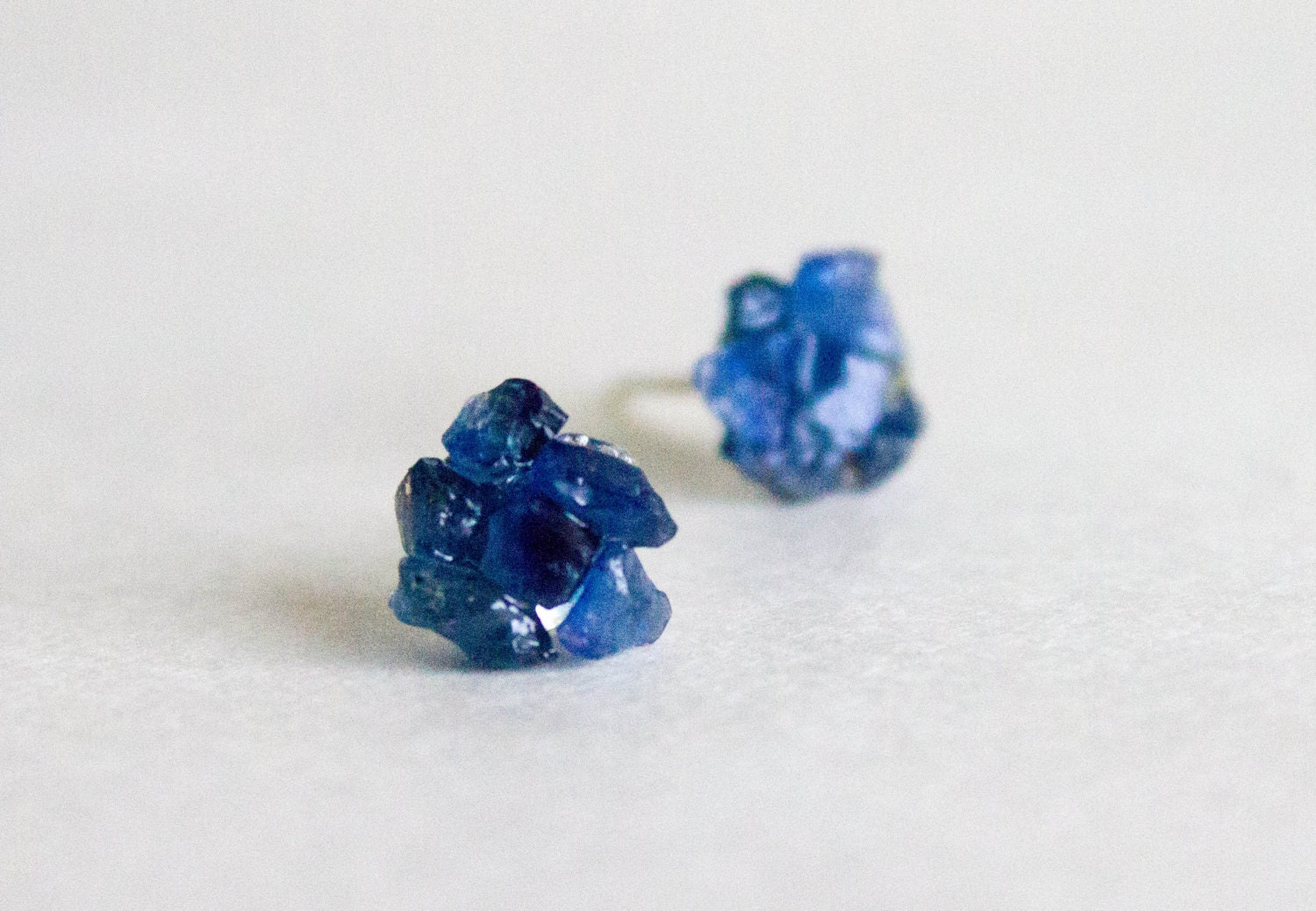 white blue prong gemstone sapphire view earrings large zoom gbs round stud pid gold basket