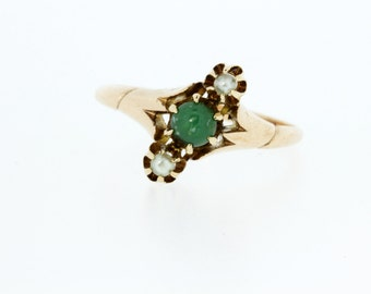 14K Gold Ring with Pearls and Green stone Center