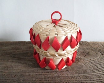 Mi'kmaq Basket with Lid Red Accents
