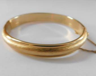 Vintage NAPIER Signed Bangle Hinged Bracelet with Safety Chain Brushed Gold with Smooth Gold Rims Classy