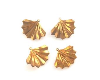 Art Deco Earring SeaShell Charms, Raw Brass Vintage Metal Fan Shaped Pendant Earring charm, 4