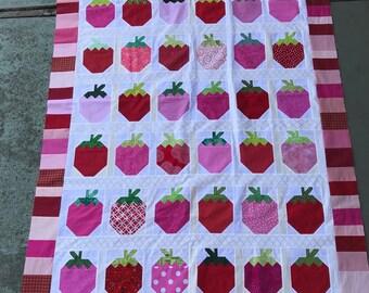 Quilt Top : Scrappy Strawberries