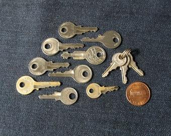 Set of 12 Vintage Keys, Vintage Finding, Old Unusual Key, Small Old Key, Tiny Vintage Keys, Small Metal Key, Antique Keys, Stea