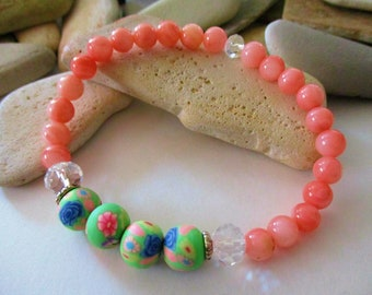 Coral Pink Mother of Pearl Bracelet | Pastel Green Polymer Clay Beads with Flowers | Stretch Bracelet | Beaded Bracelet | Pink Bracelet