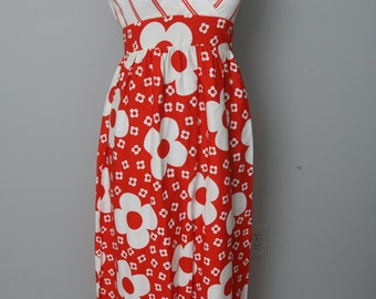 Beautiful Vintage Long Red and White Flower Pattern Dress