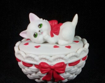 Vintage 1985 Lefton China Kitty Covered Trinket Dish, Hand Painted, Cat Trinket Box, Kitten Trinket Box, Cat Lover, Cat Lady, Cat on Basket