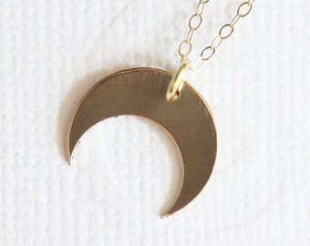 Crescent Moon Necklace Downward Crescent Moon Pendant Tusk Jewelry Double Horn Crescent Pendant Metal Moon Jewelry for Eclipse