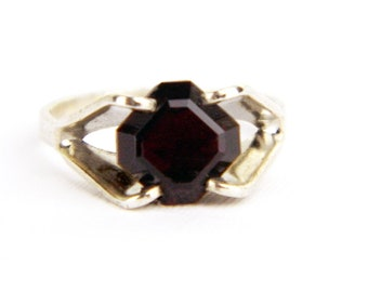 Vintage Sterling Silver Blood Red Garnet Solitaire Ring - Faux Gemstone 1970's Traditional Birthstone Ring - Small - Size 4 - Signed