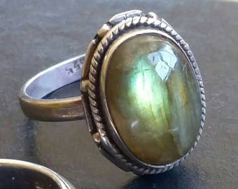 Gemmy Flashy Catseye Oval Cabochon Green Labradorite Sterling silver ring size 9