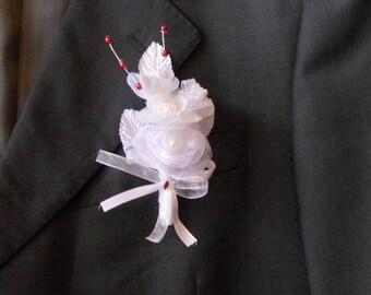 Men of white wedding lapel pin / Red