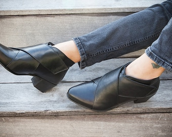 Black Leather Boots, Leather  booties, Womens Boots, Criss Cross , Ankle booties, Black booties,  Black Boots, Flat Boots,  Katz And Birds