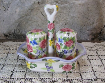 Shabby Chic Floral Salt And Pepper Set And Tray, Linen N Things Pretty Shaker Set, Gift For Her, Farmhouse Kitchen Set 2 Vintage 1980s