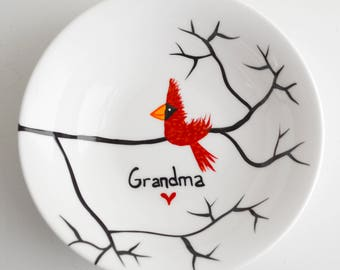 Personalized Christmas Gift for Grandma, Painted Ring Dish - Personalized Cardinal Dish, Red Birds, Personalized Jewelry Dish, FREE SHIPPING