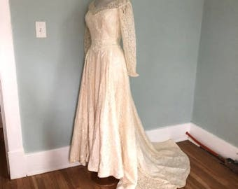 Vintage Lace Wedding Dress / 1940s 1950s Off WHITE Cream Lace Wedding Gown | Long Cream Long Sleeve Lace Wedding Gown with Train \ WW2
