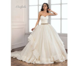 Wedding  dress with train. Bridjida by St.Mari corset