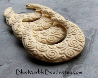 Crescent Moon, Tribal Beads, Dyeable, DIY, Moon Beads, Matte Beads, No Hole, Vintage Beads, Lucite Beads, Unique Pendant, Boho Chic, 4 Beads