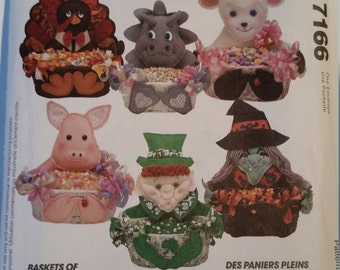 Vintage McCall's Crafts Sewing Pattern 7166 Basket of Goodies (Original Treat Baskets)