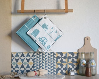 POT HOLDERS BARCELONA - Kitchen pot holders made from cotton and denim. Aluminium hook for hanging. Set of 2
