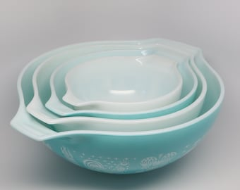 """1950's Pyrex """"Amish Butterprint"""" Turquoise Princess Mixing Bowls, Complete Set Of 4."""