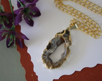 Druzy Necklace Gold, Geode Necklace, Crystal Necklace, Gold Geode Slice Druzy, GG110