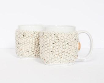 2 Knitted mug cosies, cup cosy, mug cosy, coffee cosy in oatmeal. Coffee mug cosy / coffee sleeve as a coffee gift!