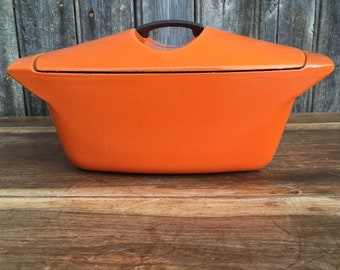 French vintage Kitchen Decor, Enameled Cast Iron Stew pan, 1950s Raymond Loewy Design, Le CREUSET 4, 5 Liters