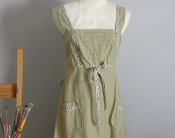 1970s sleeveless khaki colored dress with printed floral trim and tie