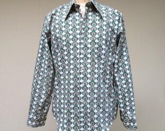 Vintage 1960s Shirt / 60s Mens Boho Shamrock Horseshoe Good Luck Shirt / Deadstock / Large