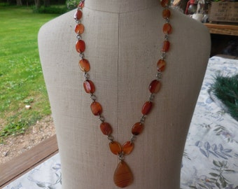 Vintage Agate Stone Necklace Caramel Color Silver Tone Linked 1960s to 1990s Long Drop Pendant Boho/Hippie/Natural