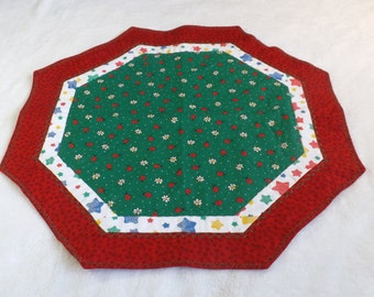 octagon table runner / center piece made from ladybugs and daisy flowers on green with coordinating red and colorful stars fabrics