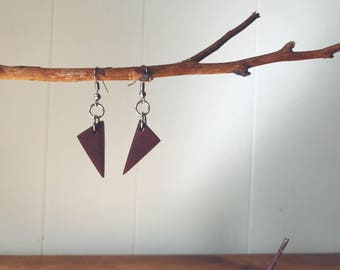 Small geometric wood earrings - African mahogany (exotic wood)