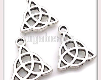 Bulk Buy, 24 Antiqued Silver Celtic Charms, Celtic Knots, Triangle Charms, Trinity Knots, 16mm, PS58