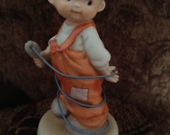 Enesco, Memories of Yesterday.  Making the Right Connection, 1994 Enesco figurine not made today, Rare
