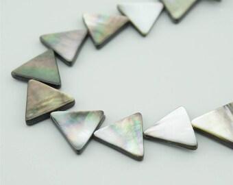 10pcs 15x15mm Natural Black Shell Triangle Charm Pendants BK032