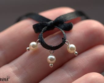 Black necklace-choker with pearls for Blythe or similar doll.