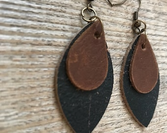 Leather earrings. Leaf earrings. Leather feather earrings.  Dangle earrings. Bohemian earrings. Western earrings. Southwest jewelry. Stateme