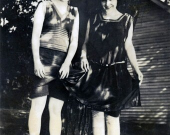 vintage photo 1914 Young Women Fresh From a Swim in Bathing Beauty Suits