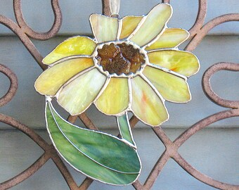 Stained glass large yellow daisy flower, stained glass art,  garden art, garden decor, window hanging sun catcher, gift for mom, grandmom