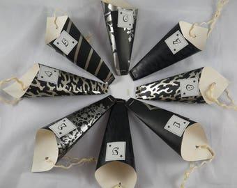 Calendrier04 - Calendrier de l'avent noir et argent en papier