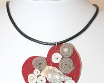 Leather pendant with seashell