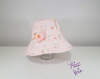 MEDIUM Bea Kids Reversible Wide-Brimmed Bucket Hat with Pinwheel flower attachment