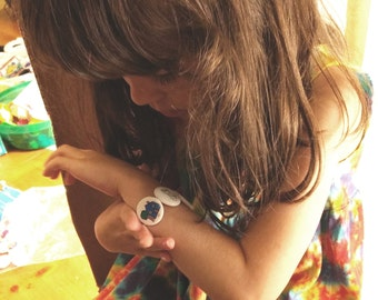 Visual Communication Bracelet. Autism visual schedule that is a wearable picture schedule and communication aid.