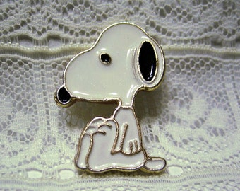 Snoopy Sitting Metal Sewing Button, Charles Schulz, Peanuts Collectible