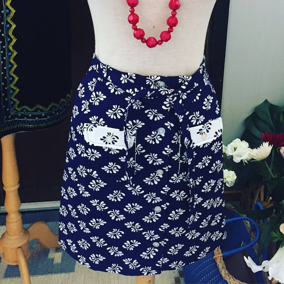 Vintage/flower/button down/skirt/jamstorp/design/flowery/navy and white nordic island preppy skirt/weekend at the lake skirt/size 4 USA