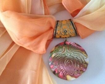 Echarpe Bijou avec pendentif   - Nouvelle collection
